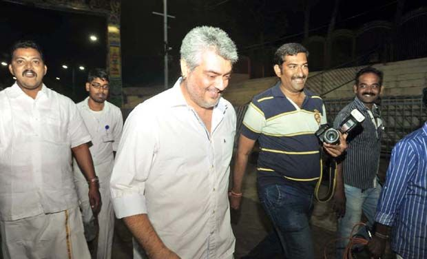 Ajith offers prayers at Tirupati