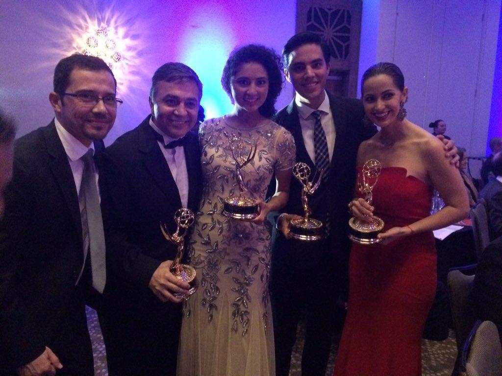 #Emmys2015 de tres felicidades @PaulinaSodi @RubyKTMD @augustoktmd @TelemundoHou @Carlostamez https://t.co/0AYDllgEAH