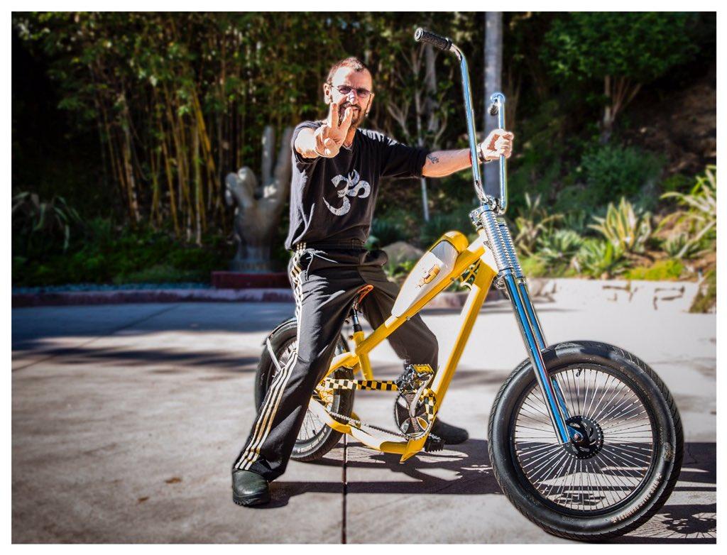 The Beatles Polska: Ringo Starr chwali się rowerem