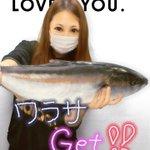 新鮮ピチピチの魚と一緒にプリクラに映るギャル達‼