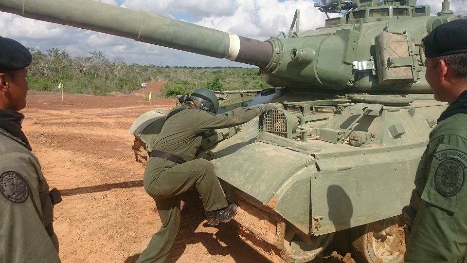 Repotenciación de los AMX-30V - Página 40 CTTCLkDWEAAwktY