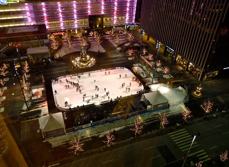 It finally feels like fall! Bundle up & come skate with us! The US Bank Ice Rink is open today until 9p https://t.co/7qzO4S7SIb