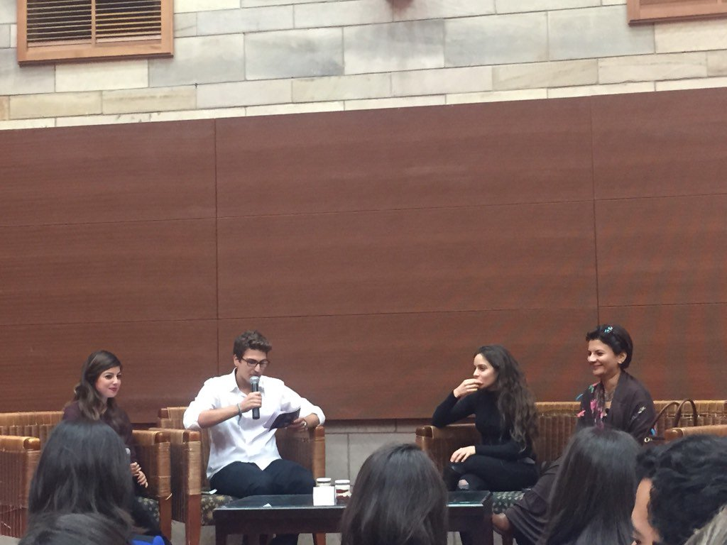 Omar Sadek presents writer Mariam Naoum and actress Jamila Awad #AUC #JRMC2202 https://t.co/dhpeogjowD