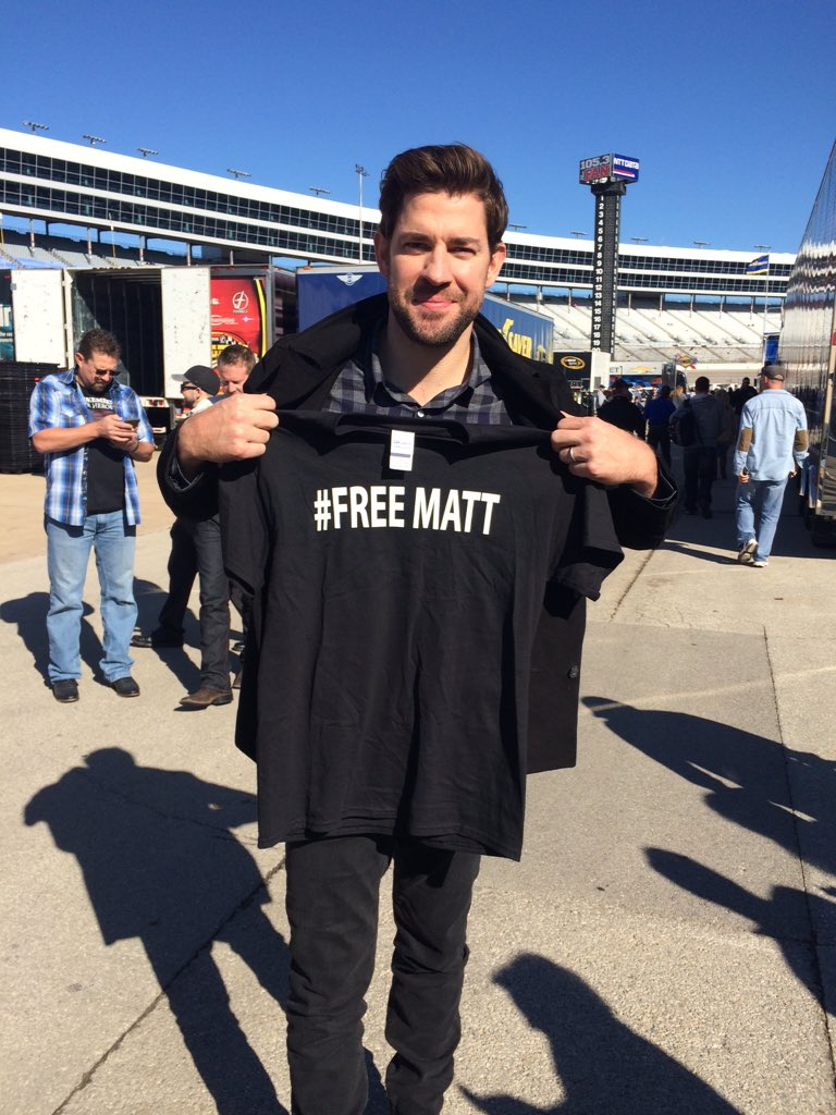 Sorry @dennyhamlin, I don't think you're getting your shirt back. SO nice to meet you @johnkrasinski!! #FREEMATT https://t.co/q0vGc08Mlf