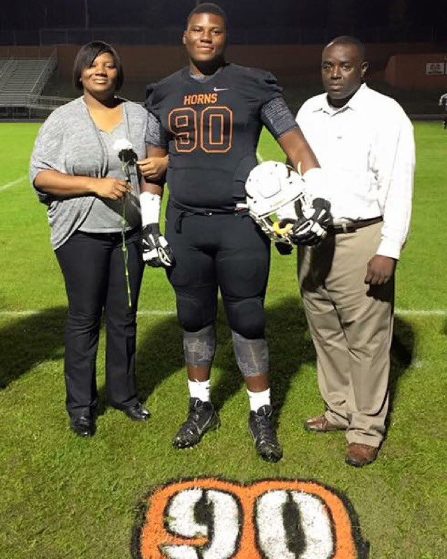 C/O 2016 Lanier HS DT - Derrick Brown and Fam (photo courtesy of Derrick Brown - Twitter)