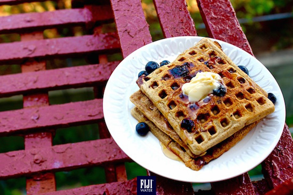 黎個藍莓窩夫,星期一唔會Monday Blue! Beat the Monday blues with some scrumptious blueberry waffles! #EarthsFinest #FIJIWater https://t.co/gJPUuqzoSt