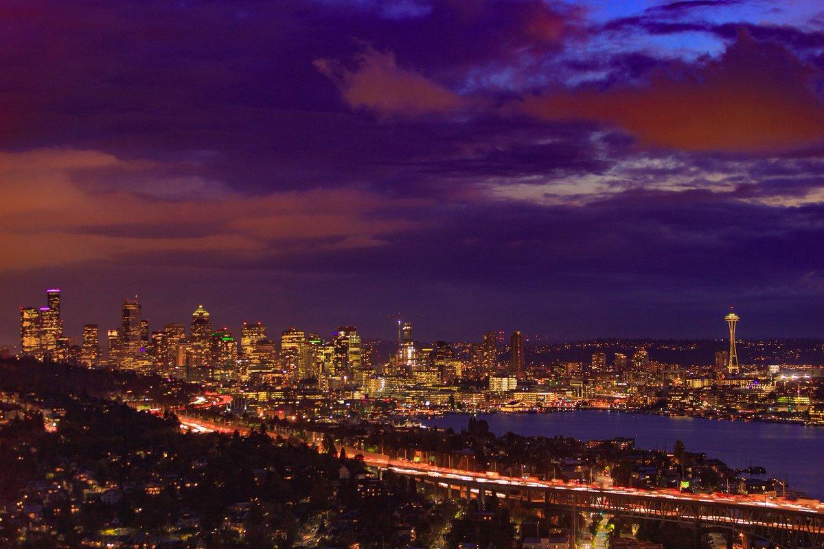 Scenic Seattle Sunday night https://t.co/DOjugR1tWi