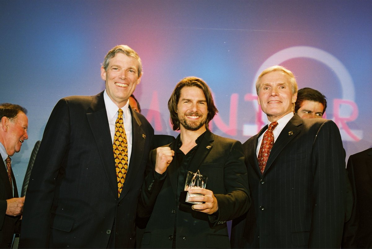 .@MENTORNational co-founders Geoff Boisi & @MDGHealthEnvoy w/Tom Cruise at a Nat. Recognition Event! #MENTOR25Years https://t.co/2OQ4vpglFd