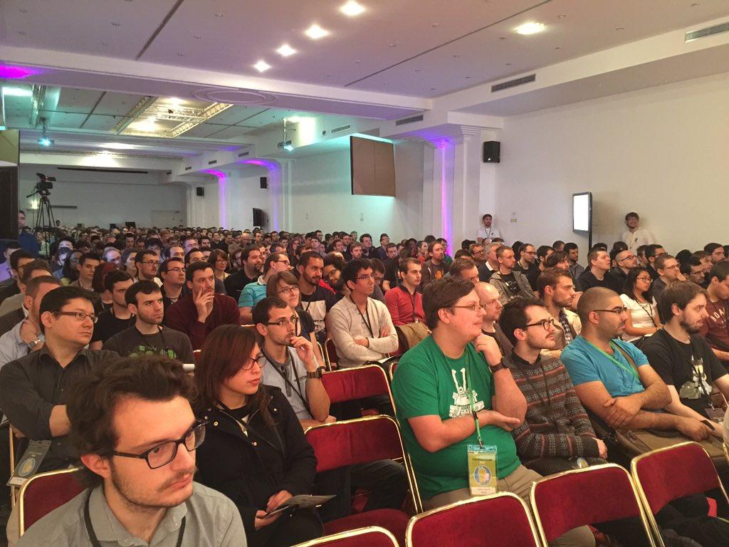 Plus de 600 personnes pour la keynote d'ouverture de la #droidconfr. Ça le fait :) https://t.co/DJBKdjnP8m