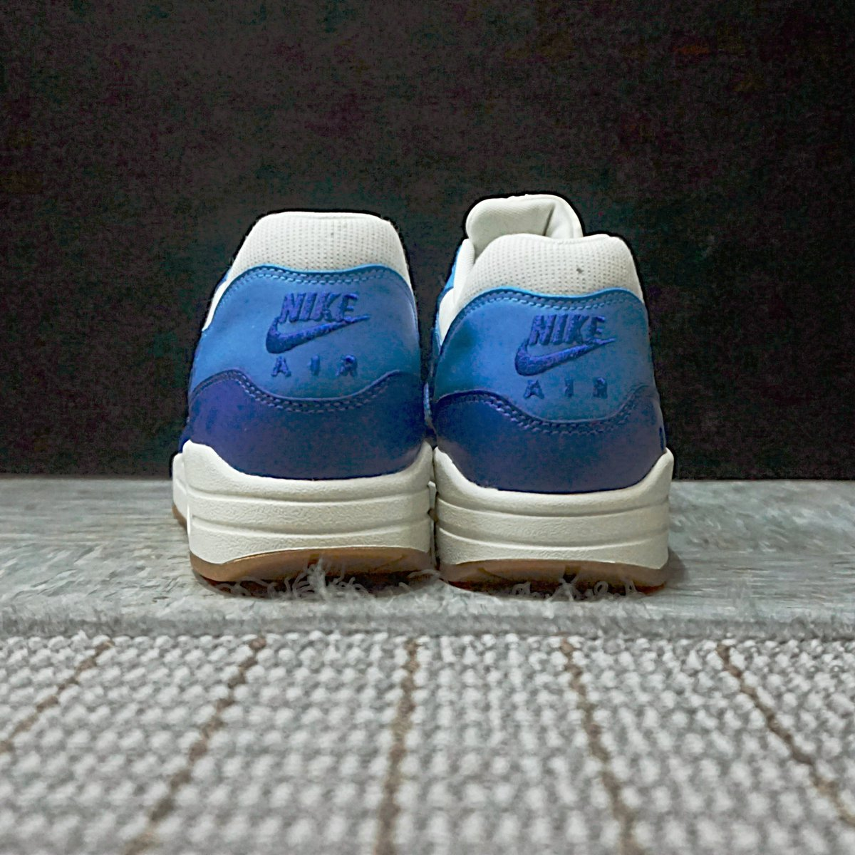 e622656c87 Nike Wmns Air Max 1 (555284-105)  https://www.kicks-crew.com/detail/2602/Nike-Wmns-Air-Max-1-VNTG/Hyper-Blue- Lightning/555284-105/ …pic.twitter.com/ ...