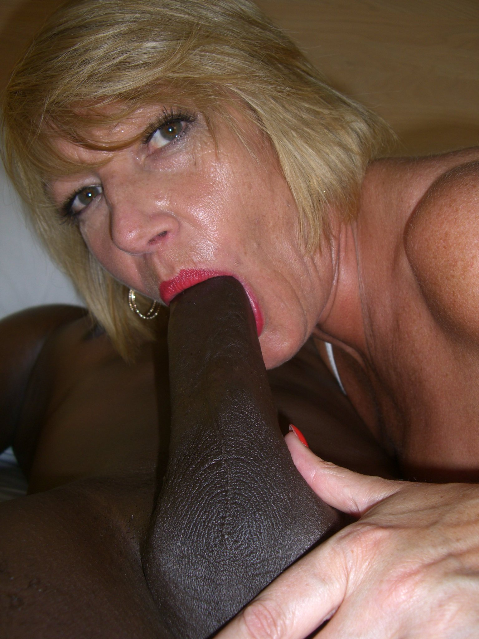 British milf amy anderson squats on it