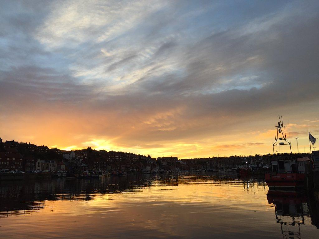 Good morning!  #Whitby harbour https://t.co/GFkMA3DLkt