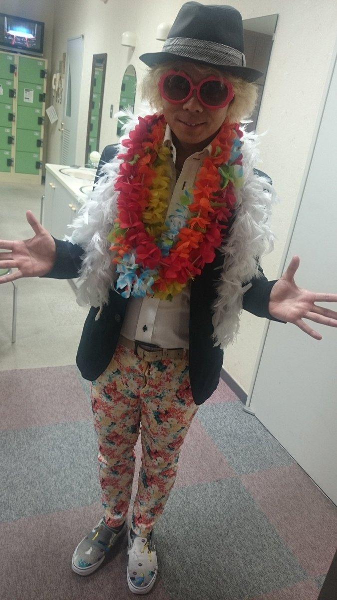 津島北高校の学園祭で新喜劇名古屋版をやらせて頂きました! 信濃さん始め皆に色々助けて頂きました!(笑) ありがとうございます! 楽しかった! 生徒さんノリが良かった! 井上先生いやしげぽん!最高! https://t.co/Xltto2LnZH