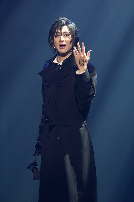 新キャストや演出で、力を増した舞台『黒執事』が大阪で開幕。その後、宮城・名取市文化会館 大ホール、東京・赤坂ACTシアター、福岡・キャナルシティ劇場でも上演! https://t.co/m1uc8CYC95 https://t.co/3cGhktEDrH