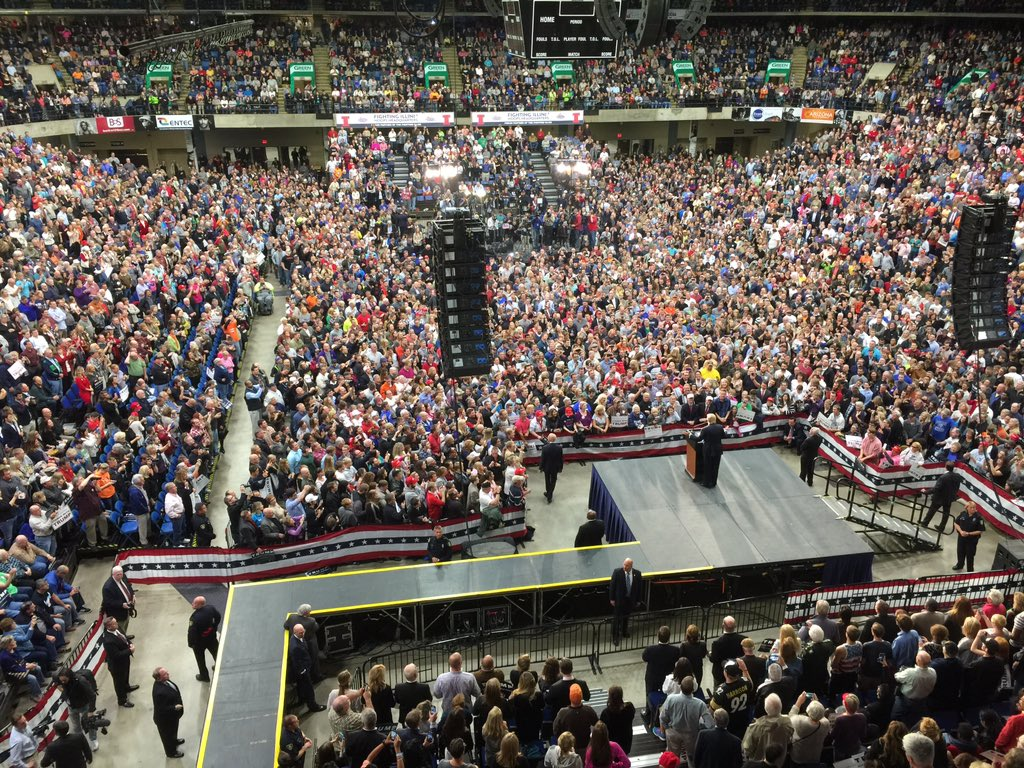 10,000-strong Trump crowd went nuts this eve. Anyone who thinks he can't win should see this https://t.co/EAvnFISMFp