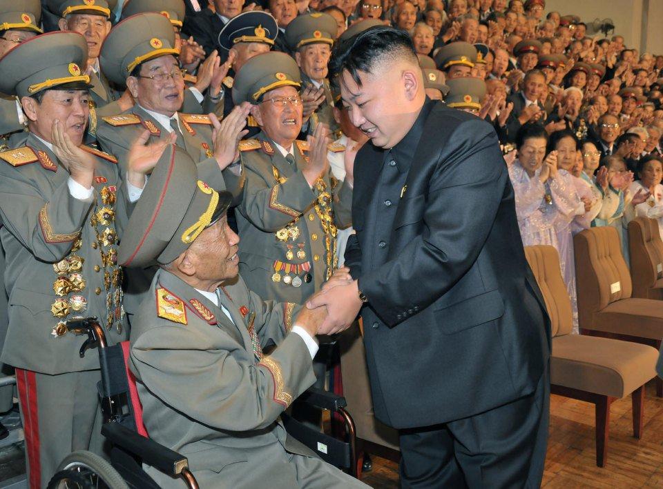 делается северокорейский маршал фото этого достаньте презерватив