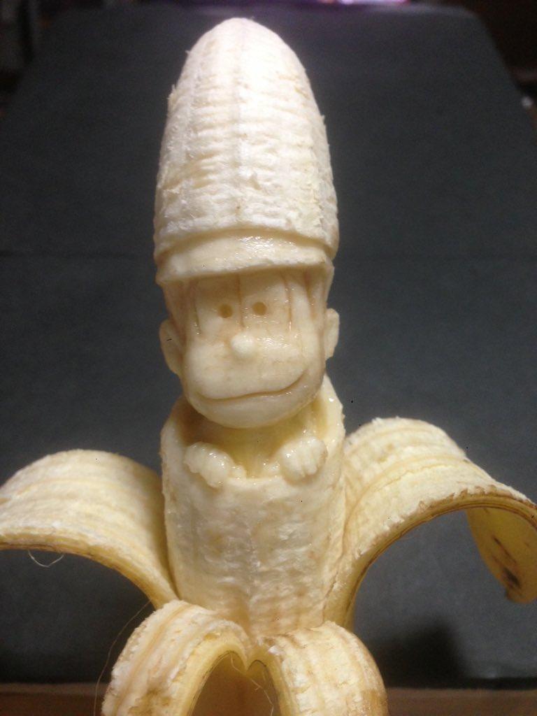 バナナからひょっこり出てきたおそ松さん #おそ松さん pic.twitter.com/mXMvT2Tlwt