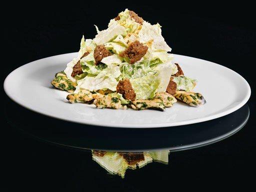 Салаты из листьев салата и курицы