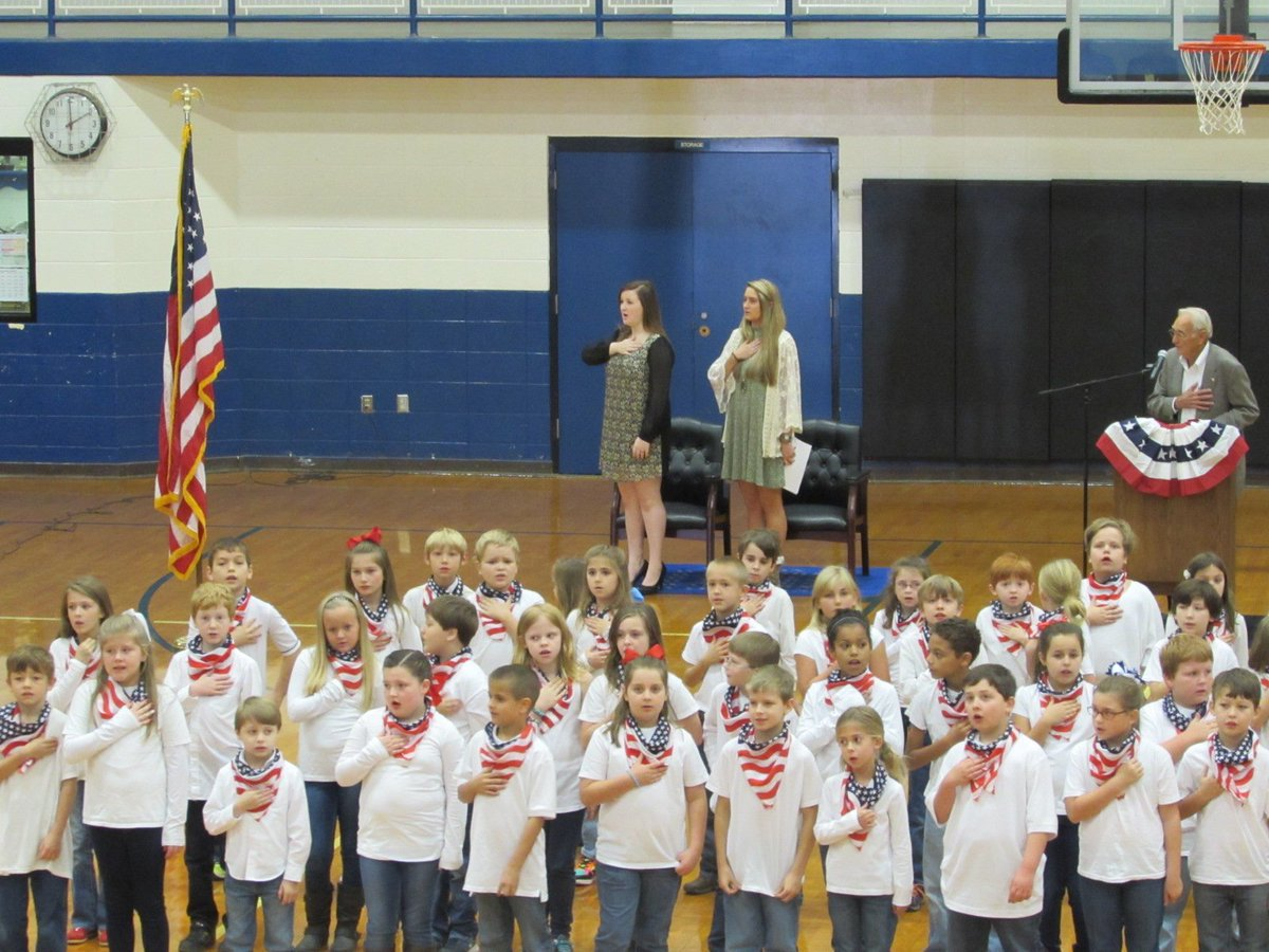 Veteran's Day Program at Wilson = success #VeteransDay #patriotism @LaudCoSS https://t.co/t4LR7rZhjK