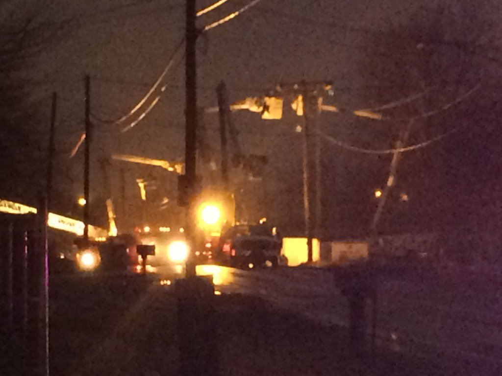 Crews working on power lines at site of #Akron plane crash in residential area @cleveland19news https://t.co/p5bbODJfhc