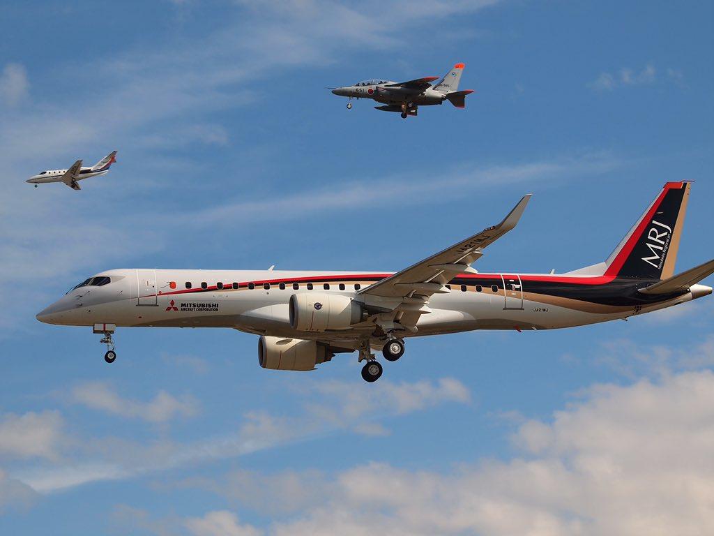 MRJ、無事に着陸しましたー!!!おめでとうーー!!!!!! pic.twitter.com/X0a9J39MFT