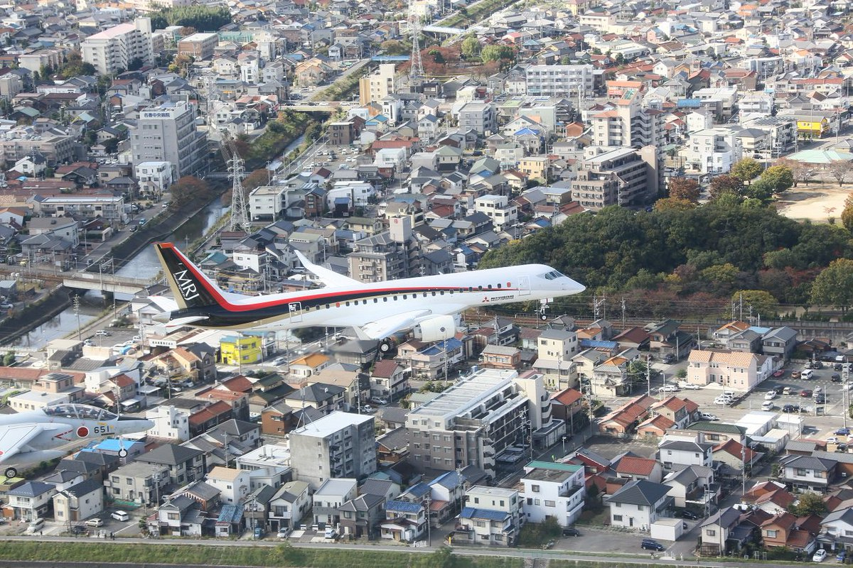Just received air-to-air photos of @MitsubishiMRJ's 1st flight! https://t.co/IBuujjTJLP