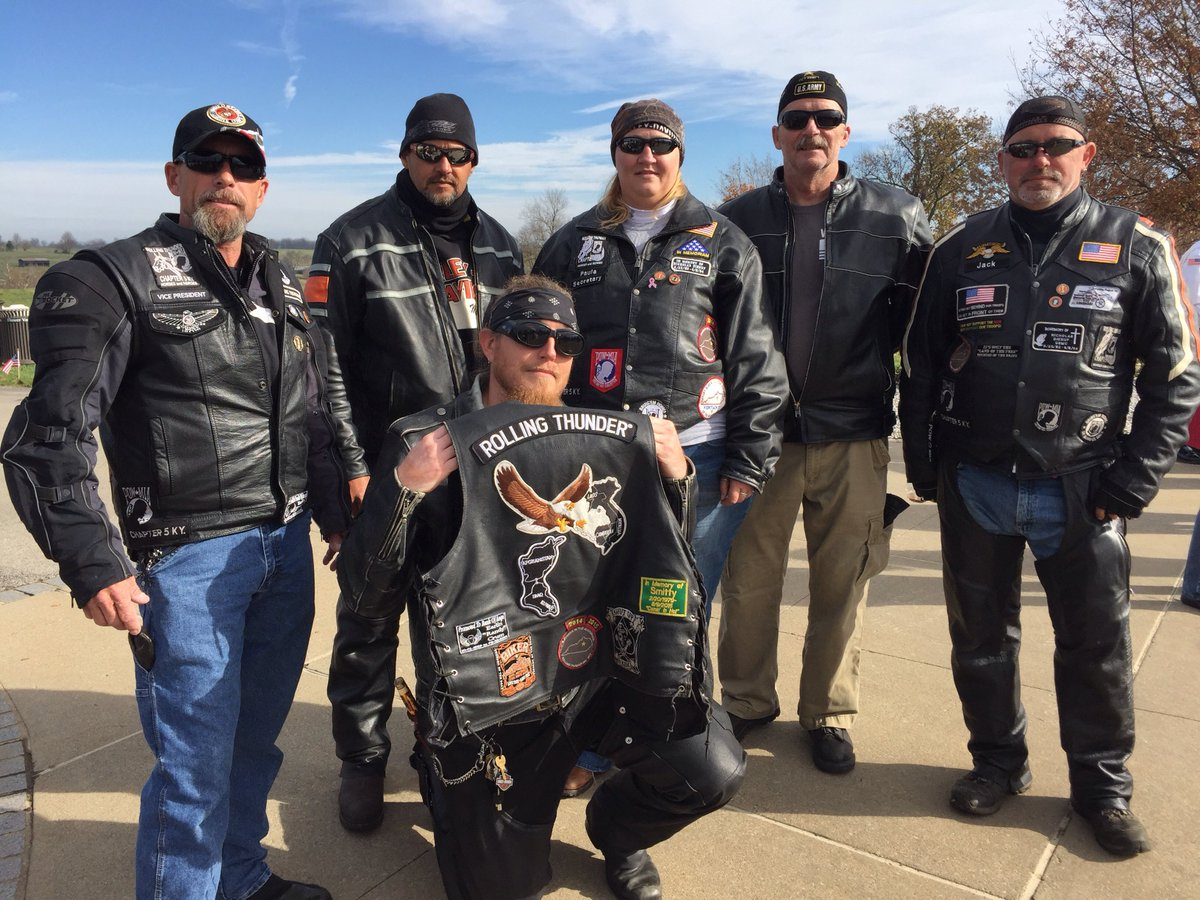 Members of Rolling Thunder Chapter 5 Kentucky are #HonoringVets at Camp Nelson @VANatCemeteries this #VeteransDay. https://t.co/dAPxJ7xrKZ