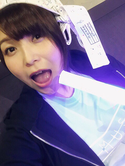 Sチャンネル「Emint♪Night☆」ご視聴ありがとうございました!生iPhoneによるエアライブがこんなにアガるとは。楽しかったです\(^o^)/おやすみんとないと☆ pic.twitter.com/hii1ABNHYV