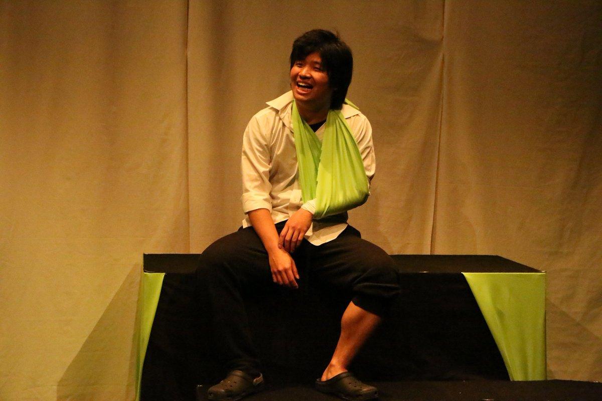 写真を撮られると魂を抜かれると豪語する川上憲心さん。優しい空気を作ってくれる素敵な俳優さんです。劇団ウミダ 第二回公演 ウミダ短編演劇集 11/11〜11/15 千歳船橋APOCシアター@umida2015 @kwkm_Fuzei https://t.co/cvCwygs1W9