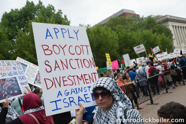 Poll finds 41% of young Jews would back BDS sanctions against Israel to advance peace  https://t.co/t4MwBWny17 https://t.co/3CiCWXmSDH