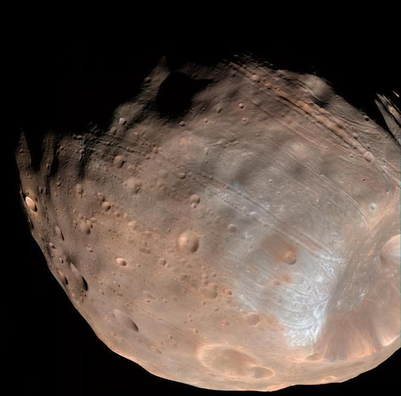 Mars moon Phobos is doomed to fall apart from stress https://t.co/9ShxxwrdRb