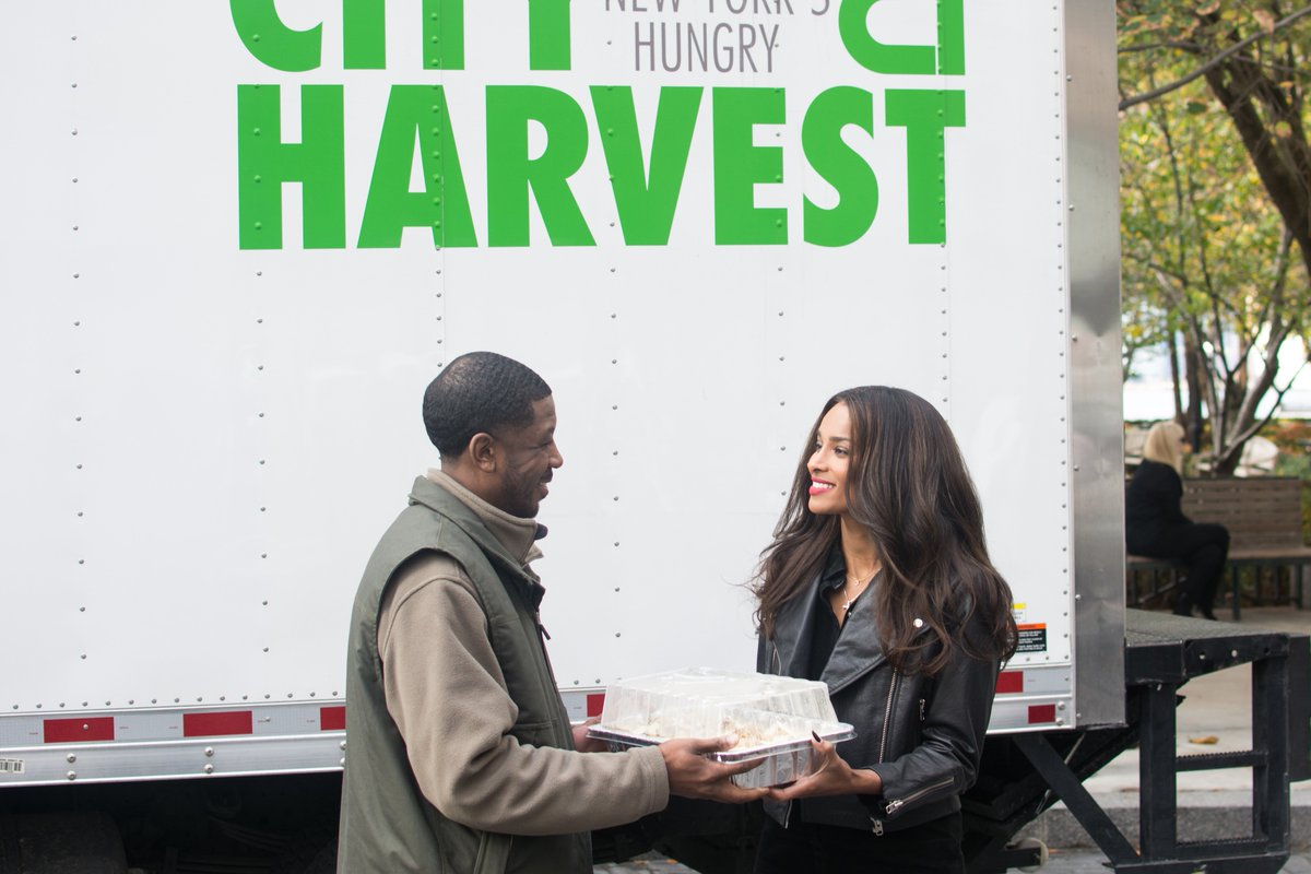 Fighting to end hunger at ICE today with @ciara @Unilever & @CityHarvest—RT #ShareAMeal to donate one! https://t.co/sSZHuKRmOL