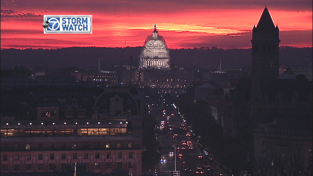 Beautiful pre-dawn shot of @uscapitol  illuminated by a deep red sky! @ABC7Jacqui @ABC7Alex @ABC7News @NewsChannel8 https://t.co/vMW8rDD8b6