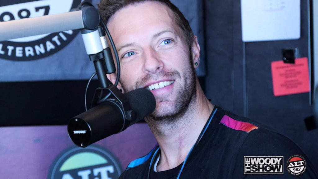 Watch #ChrisMartin of @coldplay in-studio w/ @TheWoodyShow this morning by clicking here: https://t.co/VeOMpdcxGa https://t.co/JXW0W0RCSM