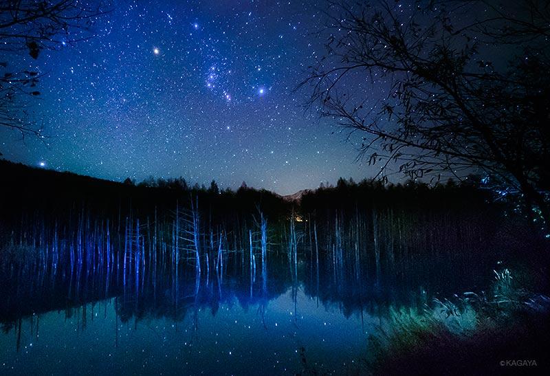 昇るオリオン、星映す水鏡。(先月北海道にて撮影)今日もお疲れ様でした。明日も素敵な一日になりますように。 pic.twitter.com/clDL3gEeU7