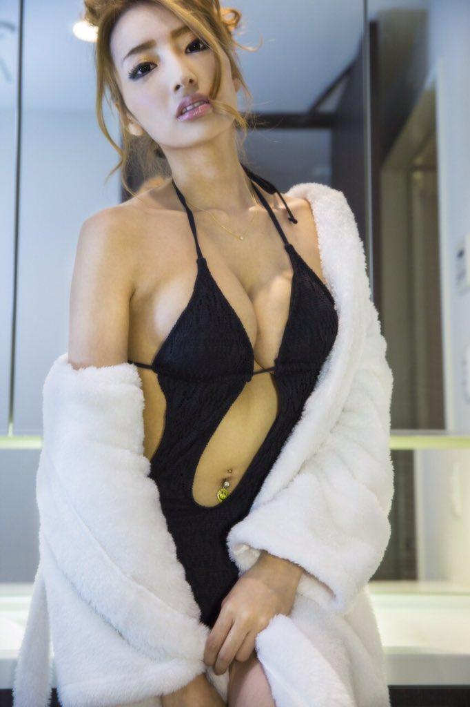 ファッションモデルの加藤紗里さん