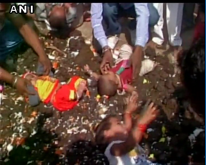 Betul (MP): Unique ritual on Govardhan puja, children made to lie down on cow dung.