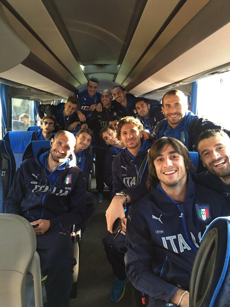 È bello poter tornare a far parte di questo Gruppo...pronti per la partenza ✌️⚽️ @Vivo_Azzurro @FIGC https://t.co/K3WzK4duCc