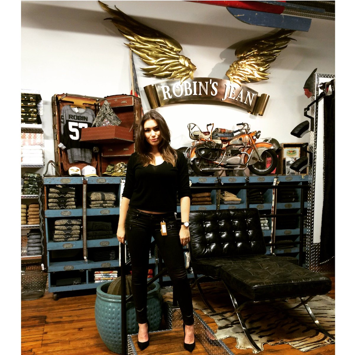 Model, singer and #fashionblogger @SophieTSimmons, daughter of @genesimmons stopped by #RobinsJean to shop new looks https://t.co/3iF2oBeOOv