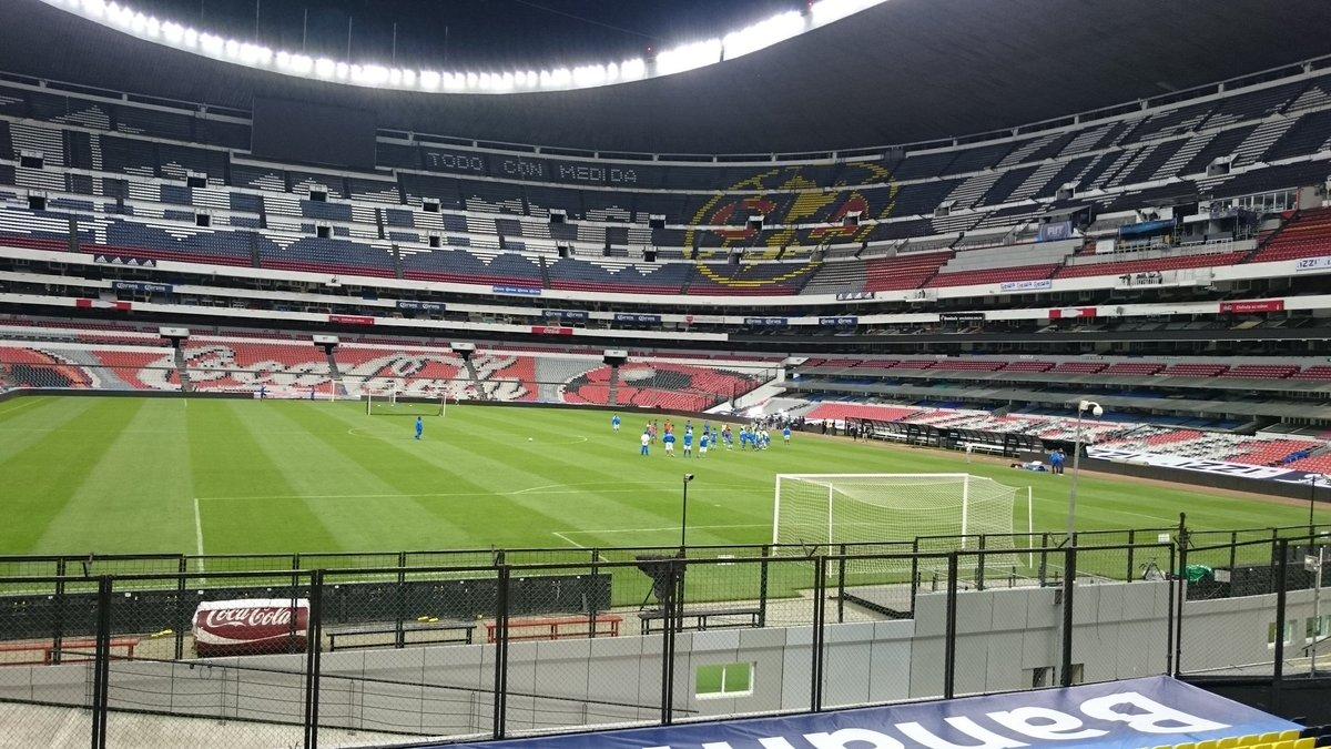 Rusia 2018: El Salvador vs Mexico en ciudad mexico el 13 de noviembre del 2015.  Informacion del juego. CTpvVn6UEAAfMo4