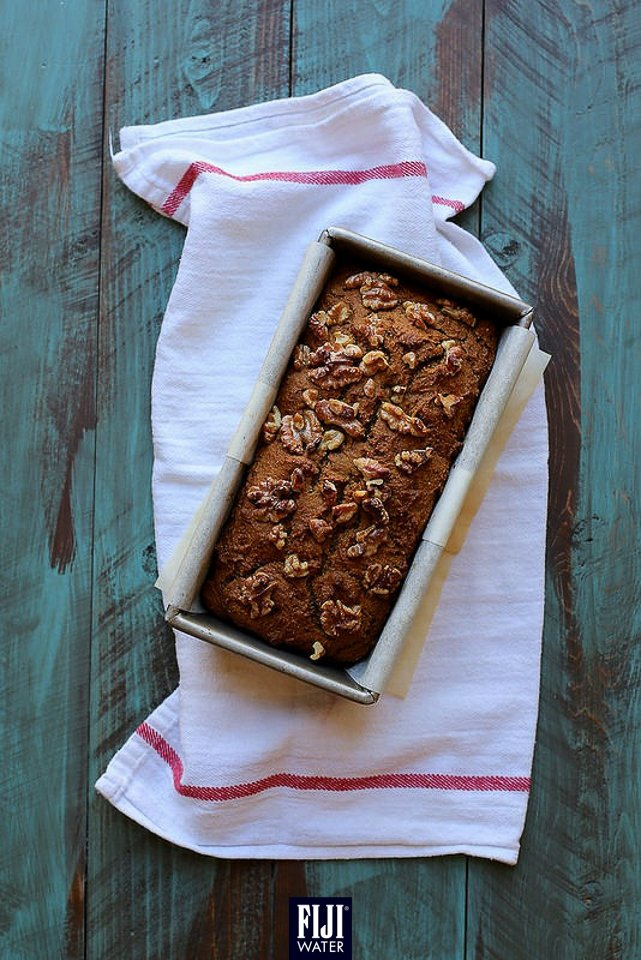 星期五,食午餐,南瓜合桃麵包咬幾啖,再送支 #FIJIWater,您都咪話唔知幾盞!Munch on some pumkin-walnut bread this afternoon! #EarthsFinest #FIJIWater https://t.co/grVcC0jbiA