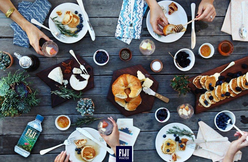 哩個週末,瞓到自然醒,黎個晏早餐,再加支 #FIJIWater,無得頂!Remember to take #FIJIWater when going for brunch this weekend! #EarthsFinest https://t.co/Ddv01xaBv8