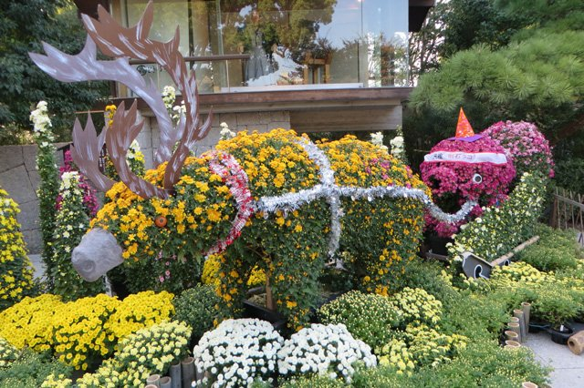 明石公園菊花展(今週末まで)の菊人形はいつもながら名状しがたい https://t.co/kyyPVb8BNg