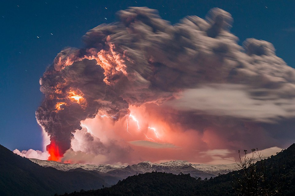 Cordon Caulle Volcano Eruption, #Chile | Photography by ©Francisco Negroni <br>http://pic.twitter.com/FjfdR7iRjb