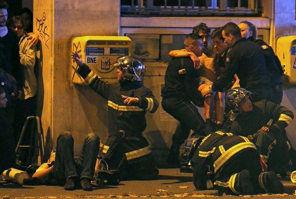 La France en guerre . . . Bruxelles aussi . . . et maintenant l'Allemagne, la Grande Bretagne et l'Espagne aussi . . .  CTu7Q8jUsAAxX-7