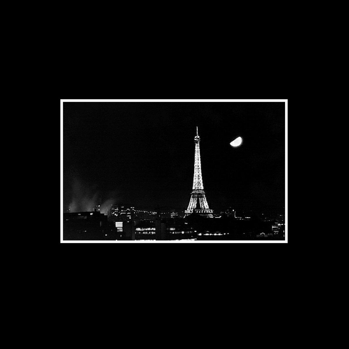 Davanti a certe tragedie ti rendi conto quanti tuoi problemi sono insignificanti  #jesuisparis #parigi #paris https://t.co/b3ND5bTJQF