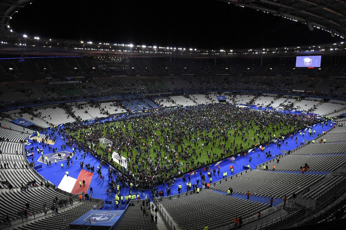 Video: Thousands of people sing French national anthem during Paris stadium evacuation https://t.co/hPNY3Z3Uut https://t.co/EJsQVqA3nj