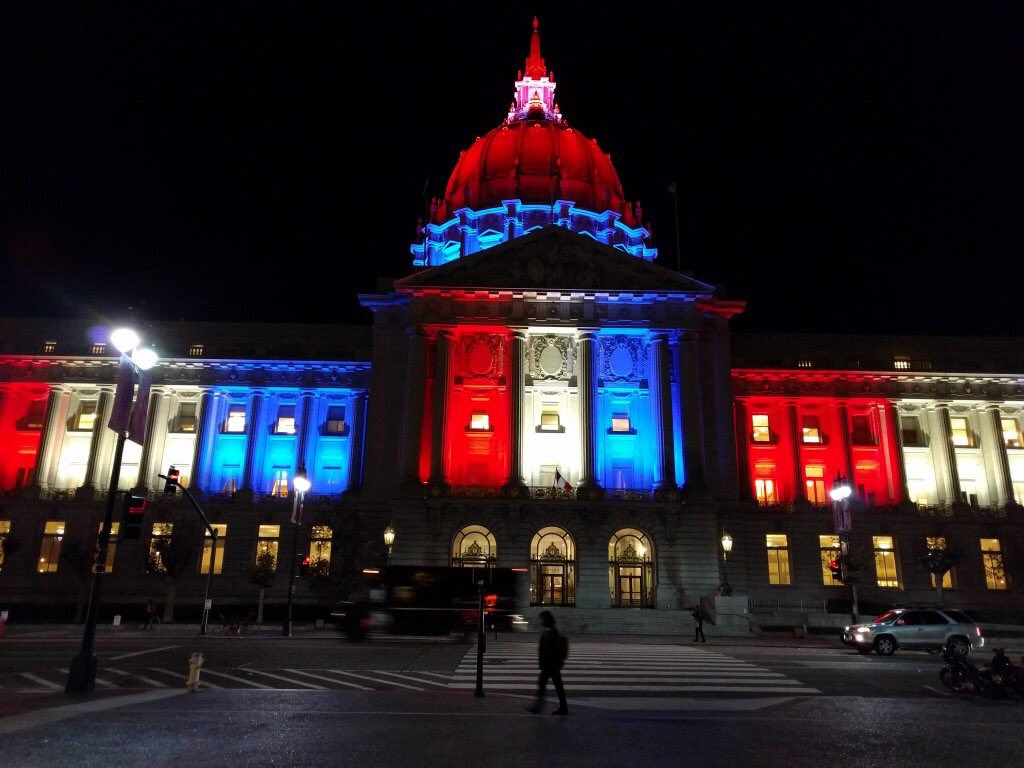San Francisco showing support for the people of Paris. #proudofbothcities https://t.co/QgviWLJFUg