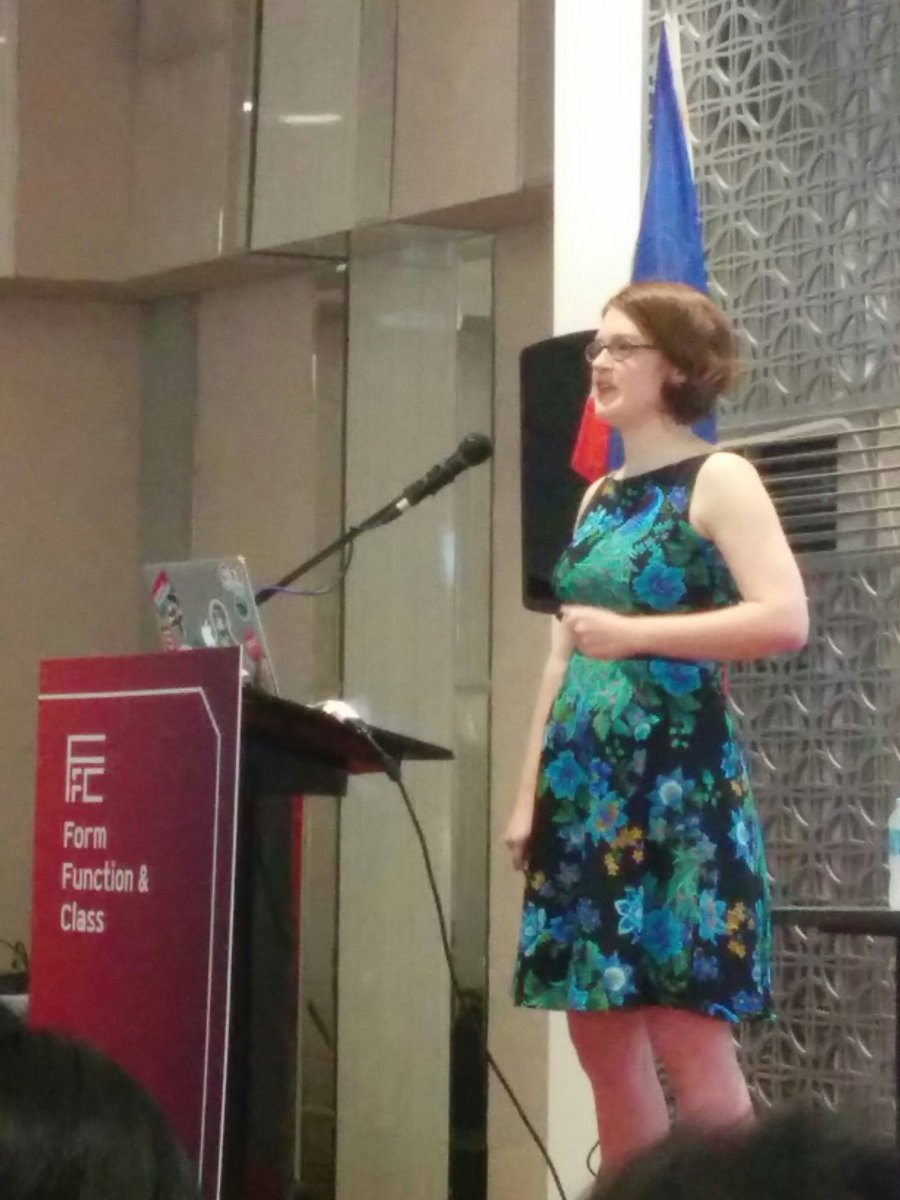 "Didn't know there's diff animation for web! @rachelnabors Animation on the Brain-nice ""peacock"" dress👍👗 #ffcph #ffc6 https://t.co/NPEPR2eQJT"