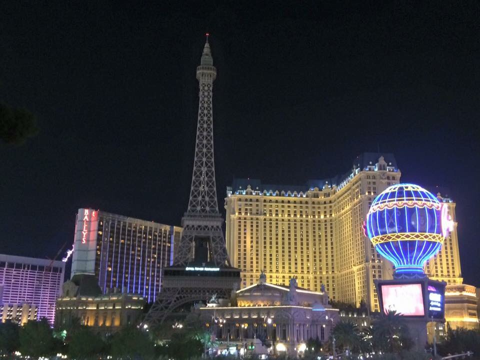 The Eiffel Tower in Las Vegas goes dark.... https://t.co/JfRUDfRfWM